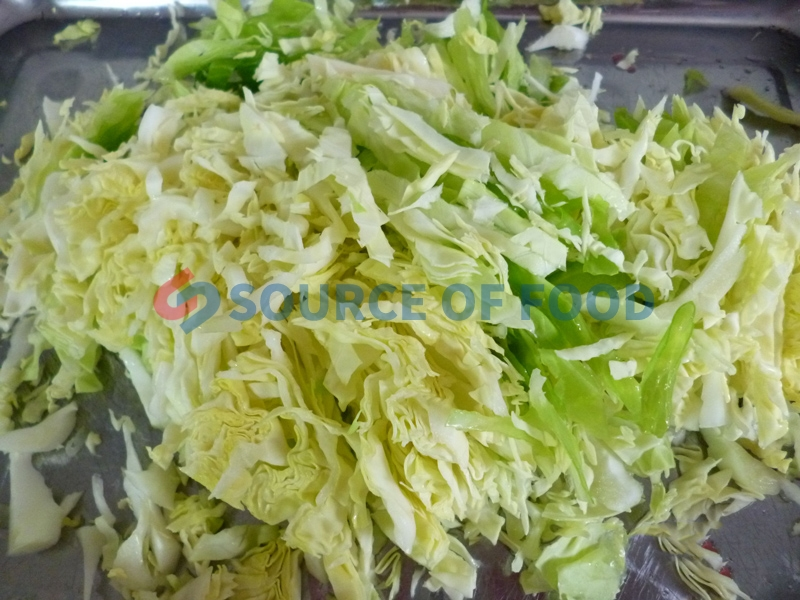 The cabbage slicer machine uses the sharp surface to cut the material